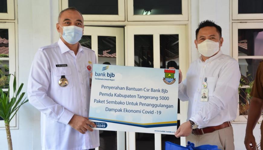 Bupati Tangerang Terima Langsung Bantuan CSR dari Bank BJB dan Sinarmas Land
